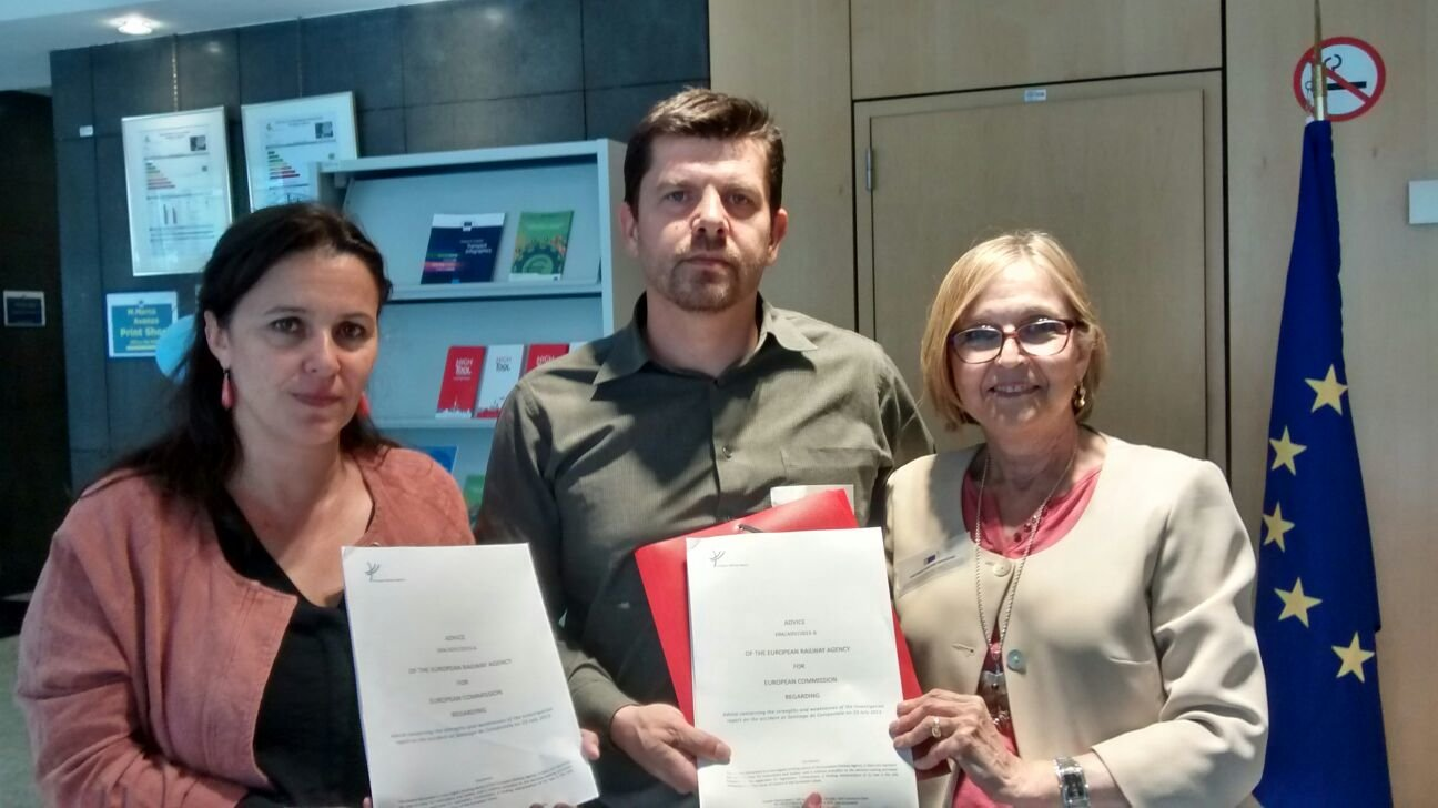 Ana Miranda coa asociación de Vítimas do Alvia
