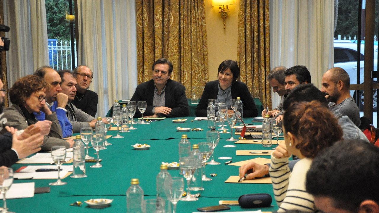 Ana Pontón e Luís Bará reunidos cos sindicatos da automoción en Vigo