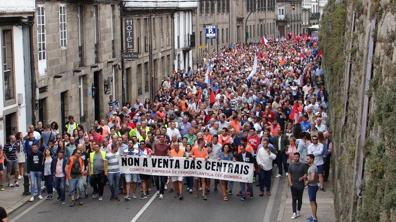 Manifestación contra a venda das centrais do Xallas