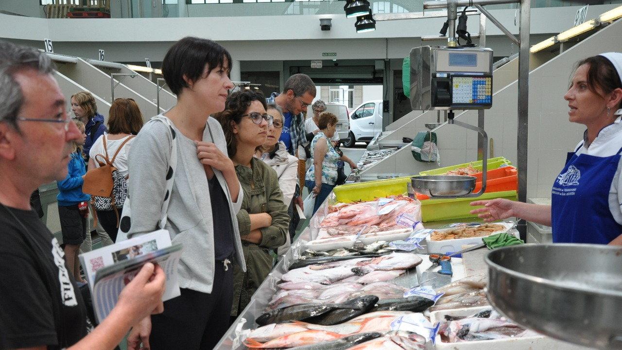 Ana Pontón no mercado de San Agostiño
