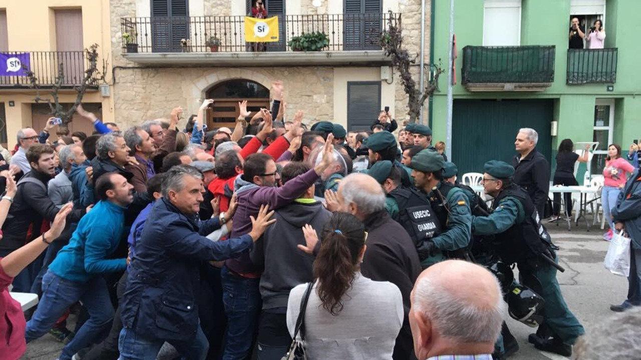 O Mundo e medios de comunicación internacionales condenan a represión policial decretada polo Estado (MARIANO RAJOY) contra o pobo catalán