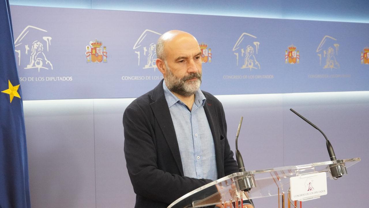 Néstor Rego lembra a Sánchez os compromisos pendentes en emprego industrial e infraestruturas